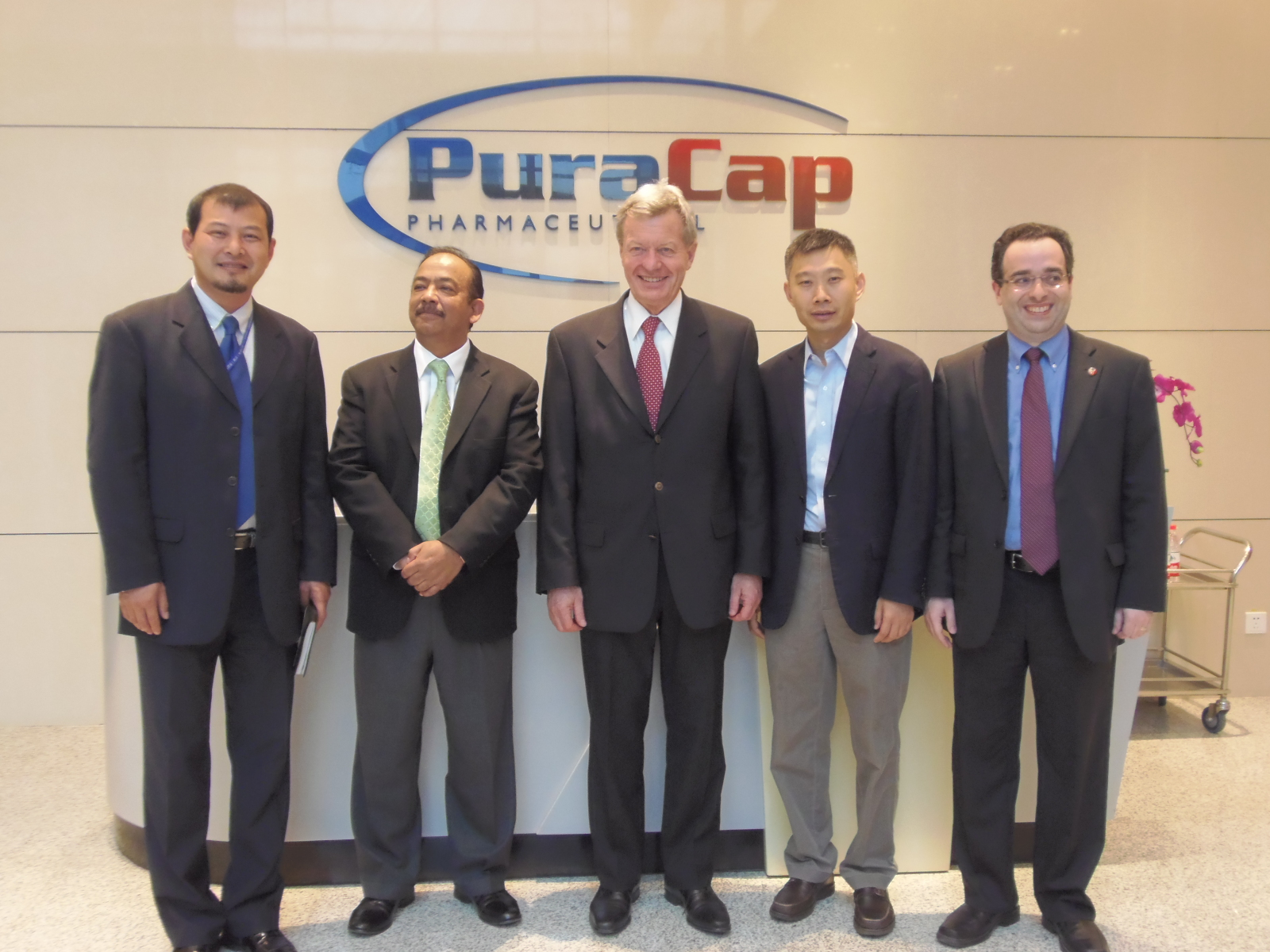 Ambassador Max Bacus (center) toured the Humanwell PuraCap Pharmaceutical (Wuhan), Ltd facility on May 14, 2014.